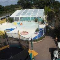 vue de la piscine et de la pataugeoire - Camping Les Parcs