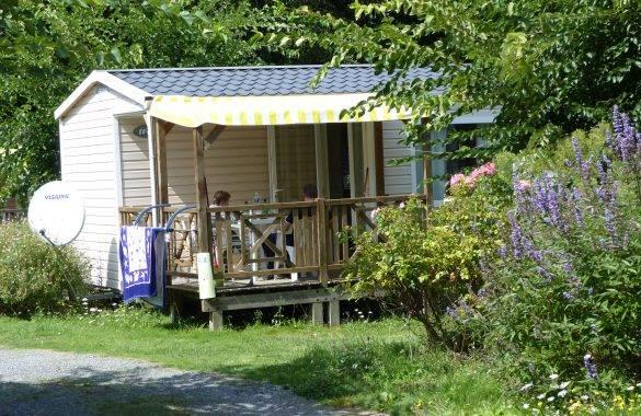un mobil home 4/6 places intégré dans un charmant cadre paysagé - Camping Les Parcs