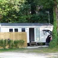 un petit mobil home économique avec tout le confort proposé à la location au camping les parcs - Camping Les Parcs