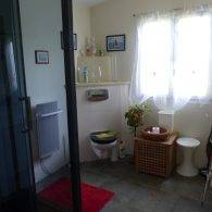 la salle de bain du chalet - Camping Les Parcs