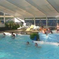 la piscine vue de l'intérieur - Camping Les Parcs