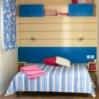 la grande chambre d'un mobilhome confort 4/6 personnes - Camping Les Parcs